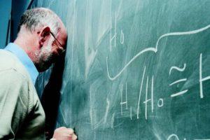 PROFESSORES: REFÉNS DE UM TEMPO TAREFEIRO?