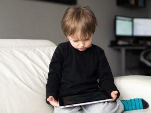 Infância digital - o perigo da desconexão com a vida